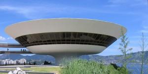 Portugalomania - Modernizm cz.1 - 1.10 - 800px-Niteroi_Museu_de_Arte_Contemporanea_2005-03-15