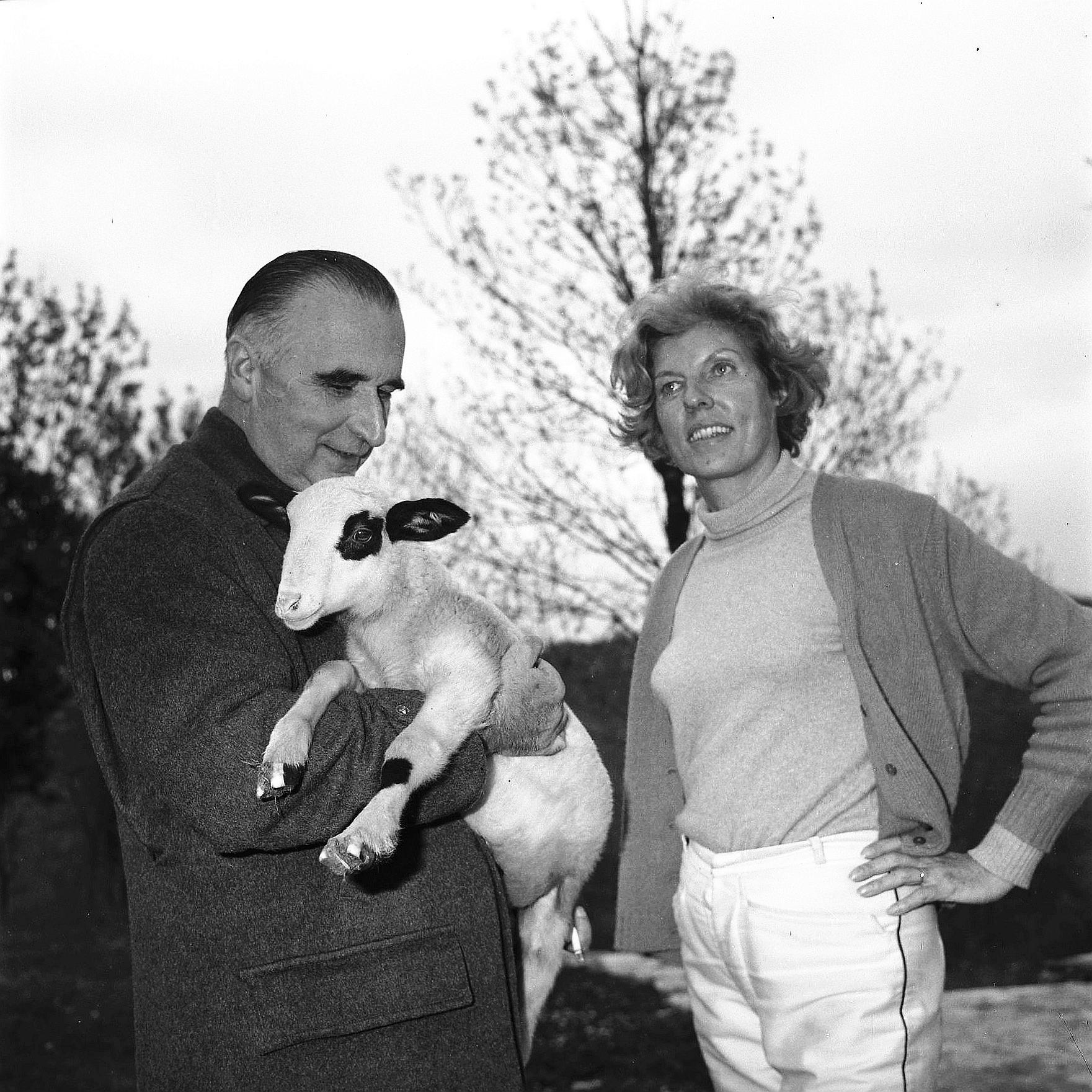 Georges Pompidou z żoną Claude w Cajarc (1965). Fot. André Cros. CC BY-SA 4.0